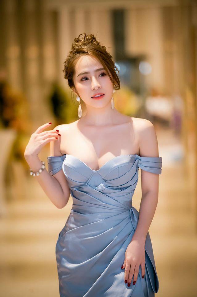 """""""Gái ngành hot nhất phim Việt"""": """"Thời trang hoa khôi tỉnh sexy không được rẻ tiền"""""""