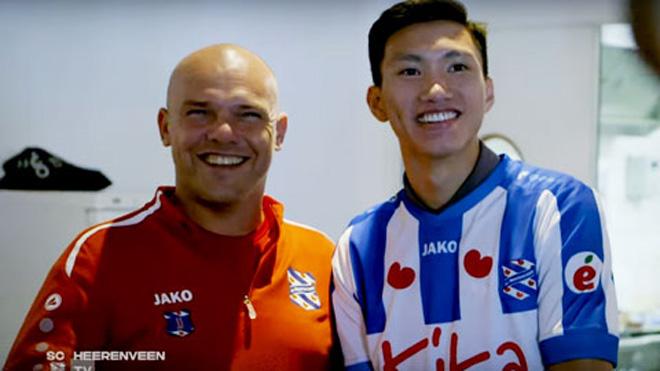 """Báo Hà Lan nói Văn Hậu vào sân nhờ """"cửa sau"""": HLV Heerenveen phản ứng thế nào? - 2"""