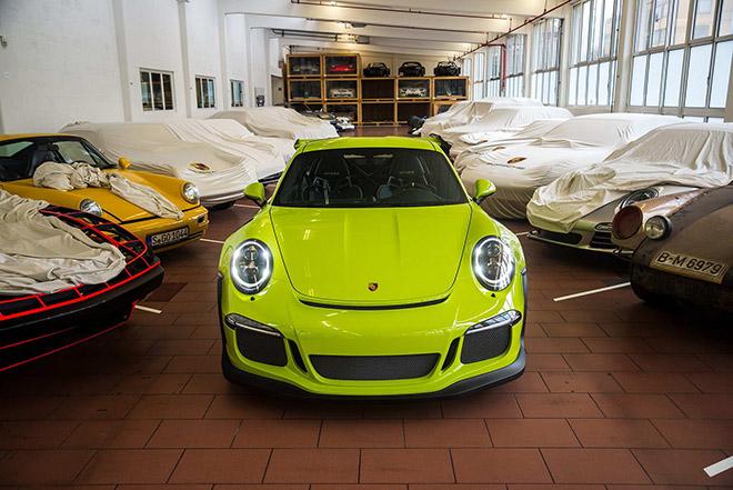 Porsche 911 GT3 RS sở hữu lớp sơn ngoại thất xanh cực hiếm