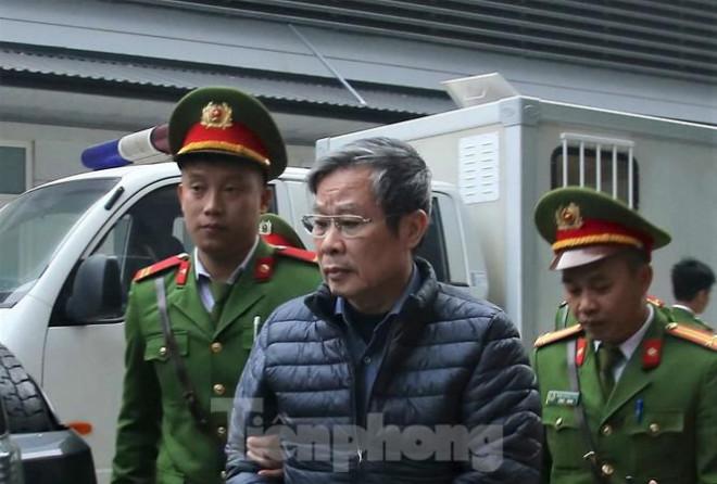Đề nghị tử hình cựu Bộ trưởng Nguyễn Bắc Son, 14-16 năm tù ông Trương Minh Tuấn - 1