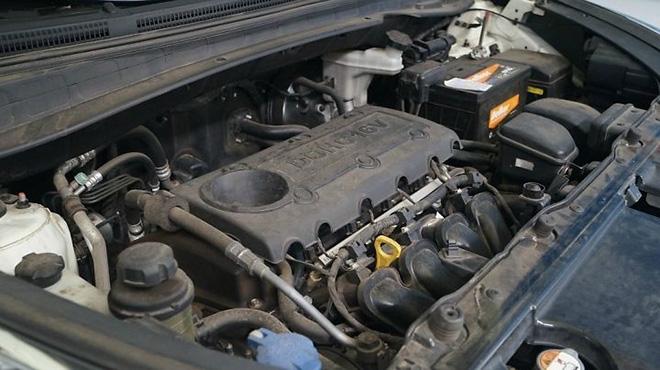 Vệ sinh khoang động cơ xe ô tô nên hay không?