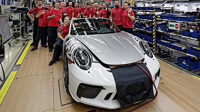 Porsche xuất xưởng chiếc 911 Speedster cuối cùng, ngừng sản xuất dòng xe thế hệ cũ - 3
