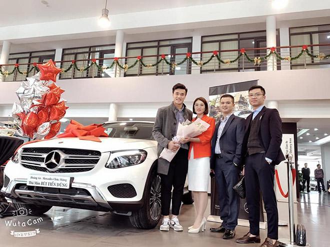 Thủ môn Bùi Tiến Dũng nhận bàn giao Mercedes-Benz GLC 250 giá gần 2 tỷ đồng - 3
