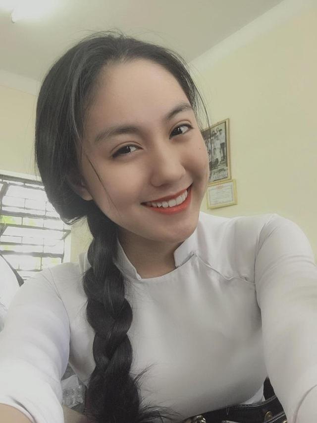 """2 nữ sinh Việt như """"bản sao Địch Lệ Nhiệt Ba"""" quyến rũ với áo dài, đồng phục - 3"""