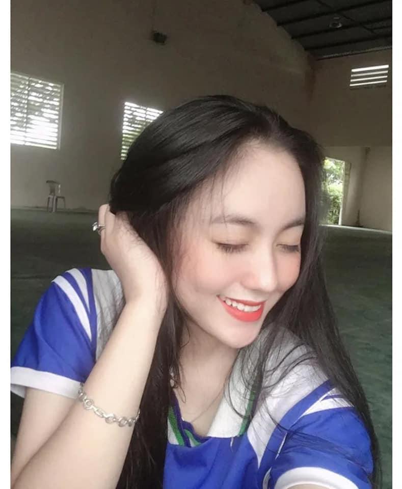 """2 nữ sinh Việt như """"bản sao Địch Lệ Nhiệt Ba"""" quyến rũ với áo dài, đồng phục - 4"""