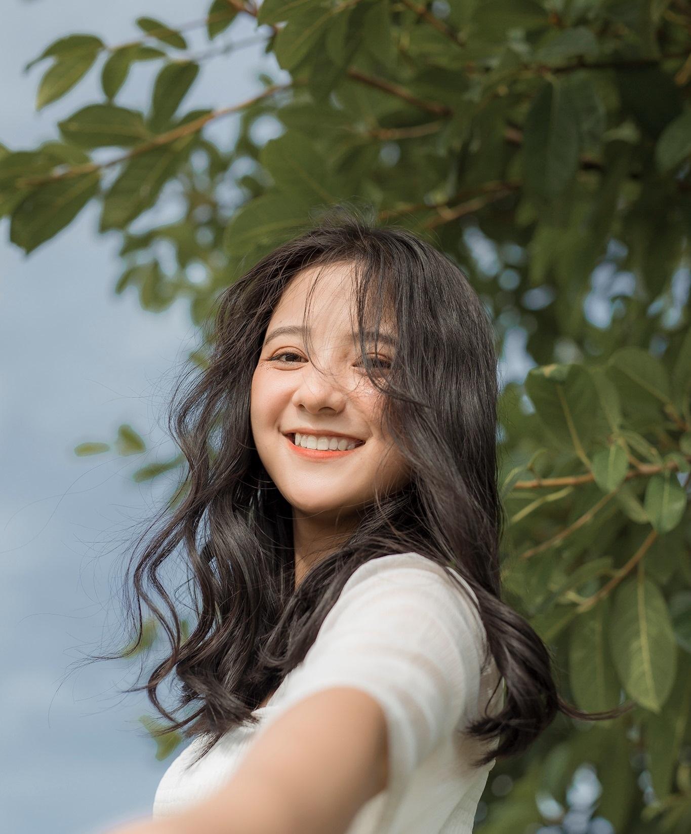 """2 nữ sinh Việt như """"bản sao Địch Lệ Nhiệt Ba"""" quyến rũ với áo dài, đồng phục - 8"""