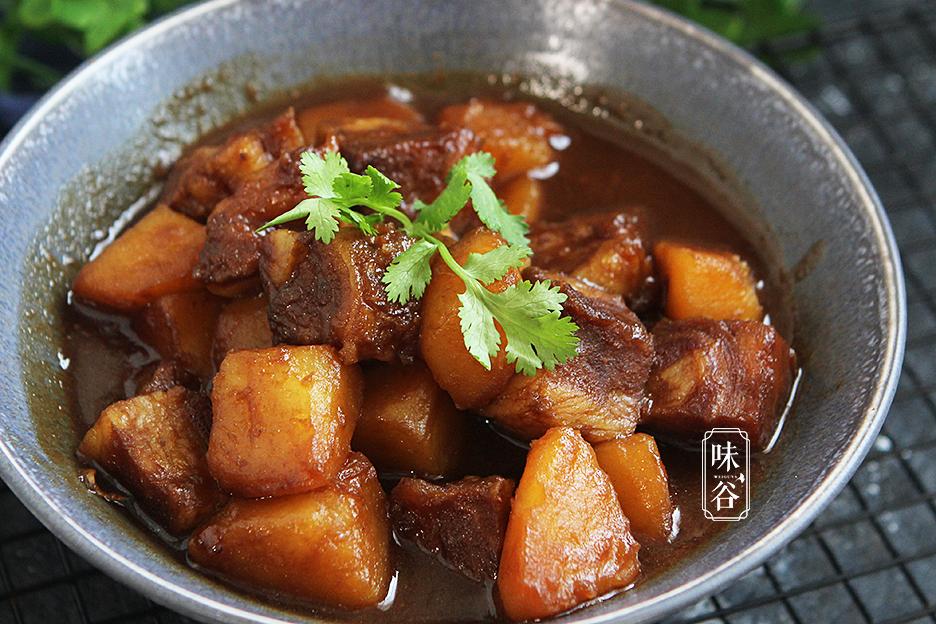 Chẳng cần thịt heo đắt đỏ, làm món bò kho khoai tây cũng khiến cả nhà mê mẩn - 10