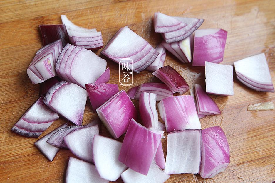 Chẳng cần thịt heo đắt đỏ, làm món bò kho khoai tây cũng khiến cả nhà mê mẩn - 3