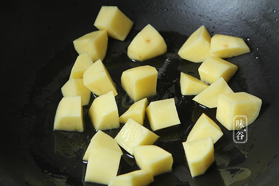 Chẳng cần thịt heo đắt đỏ, làm món bò kho khoai tây cũng khiến cả nhà mê mẩn - 4