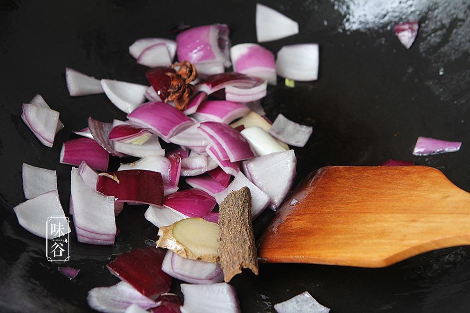 Chẳng cần thịt heo đắt đỏ, làm món bò kho khoai tây cũng khiến cả nhà mê mẩn - 6
