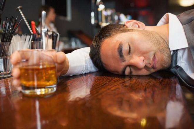 Uống bia rượu xong có những dấu hiệu này, đến viện ngay kẻo muộn - 4