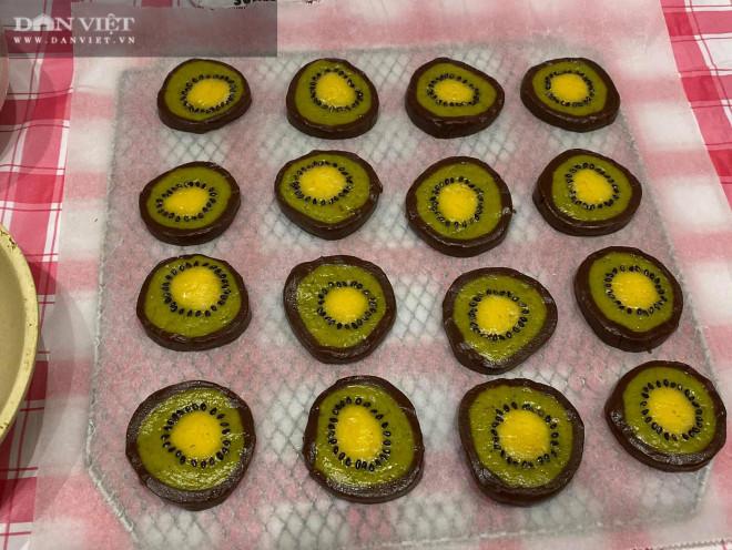 Mẹ con hào hứng vào bếp làm bánh quy hình trái kiwi đẹp mắt, thơm ngon - 1