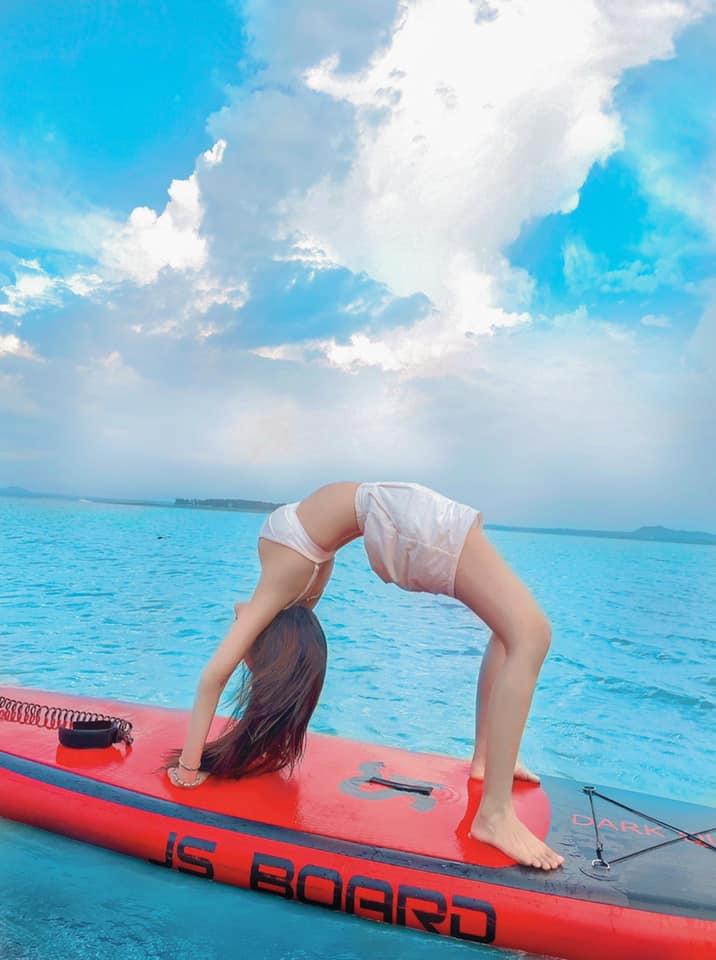 Nữ sinh hot nhất nhì Sài thành tập yoga trên ván - 2