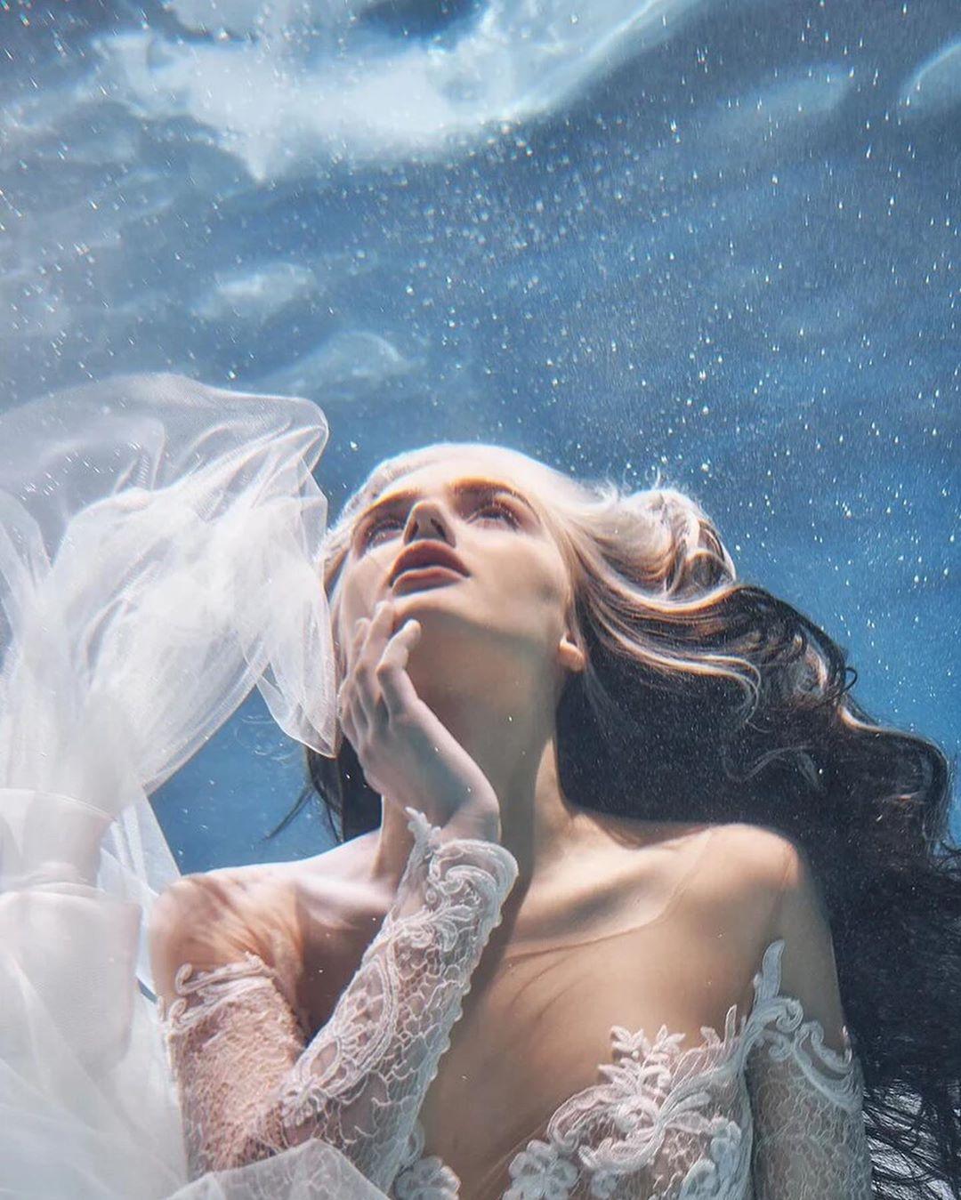 """""""Nàng tiên cá"""" diện váy cưới lộng lẫy dưới nước thu hút 5 triệu người theo dõi - 3"""