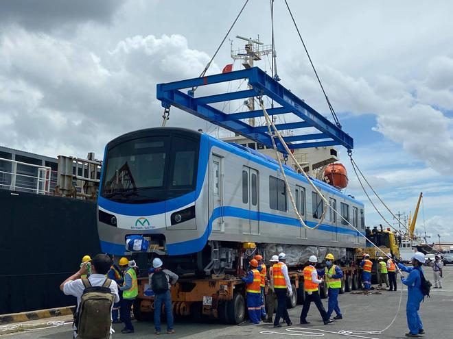 Ảnh tàu metro được đặt lên xe siêu trường, siêu trọng khi về đến TP.HCM - 6