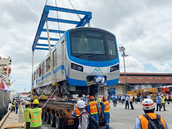 Ảnh tàu metro được đặt lên xe siêu trường, siêu trọng khi về đến TP.HCM - 8