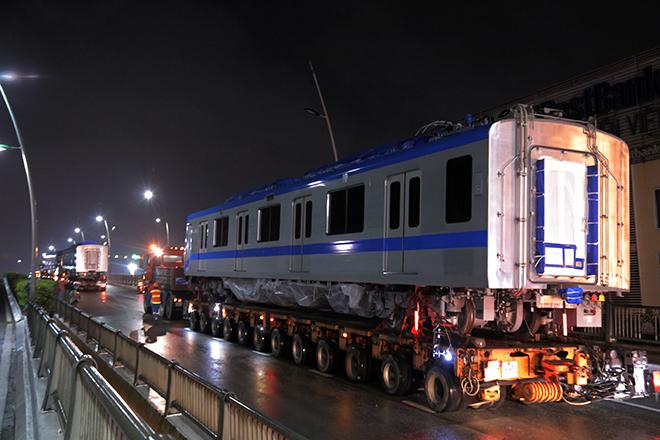 Người Sài Gòn ngỡ ngàng thấy đoàn xe siêu trường, siêu trọng chở tàu metro trên phố - 13