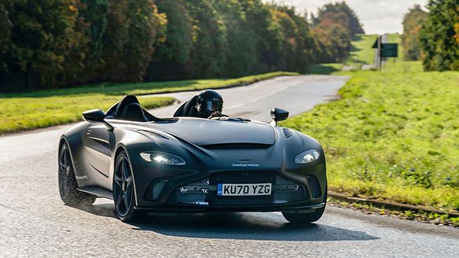 Aston Martin V12 Speedter lần đầu lộ ảnh trên đường thử - 1
