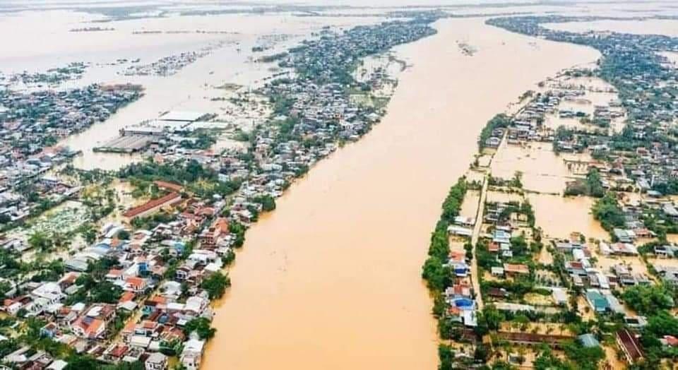Những con số thiệt hại đau lòng sau bão số 6 và mưa lũ ở miền Trung - 1