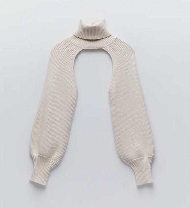 """Chiếc áo choàng len của Tóc Tiên khiến nhiều người tự hỏi """"mặc làm gì nhỉ""""? - 4"""