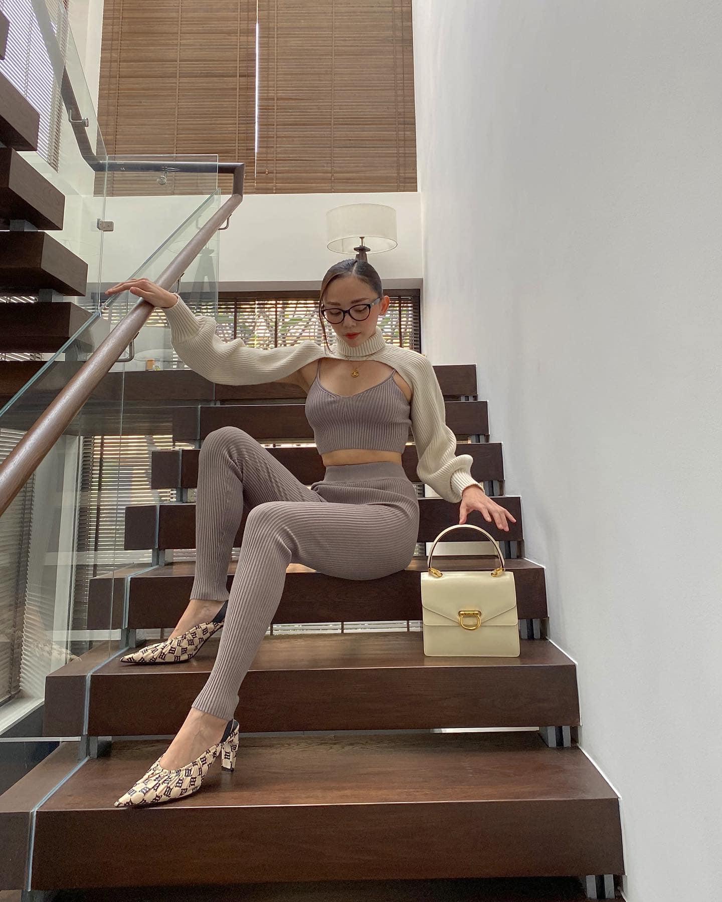 """Chiếc áo choàng len của Tóc Tiên khiến nhiều người tự hỏi """"mặc làm gì nhỉ""""? - 2"""