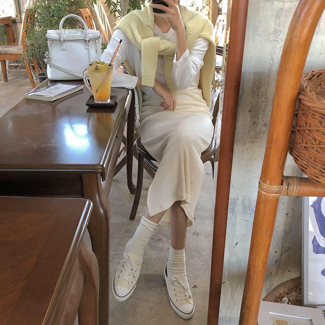 """Chiếc áo choàng len của Tóc Tiên khiến nhiều người tự hỏi """"mặc làm gì nhỉ""""? - 6"""