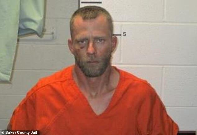 Trốn thoát 3 năm, tội phạm tự chui đầu vào rọ theo cách không ngờ