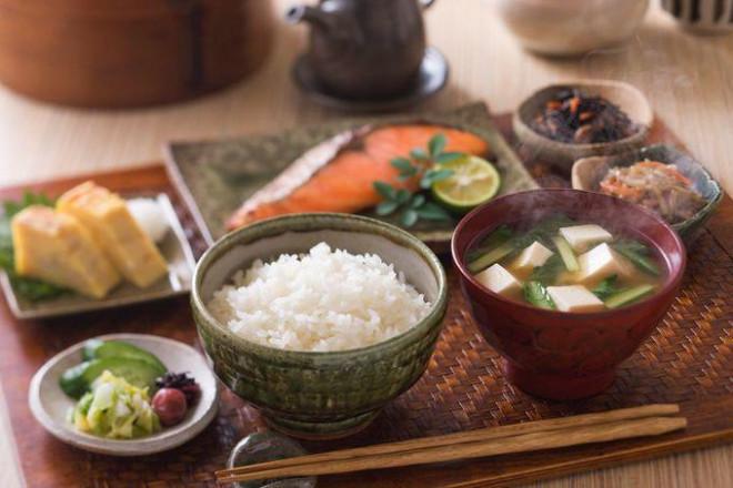 9 nguyên tắc ăn uống giúp người Nhật sống thọ nhất thế giới - 1