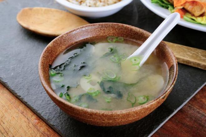 9 nguyên tắc ăn uống giúp người Nhật sống thọ nhất thế giới - 4