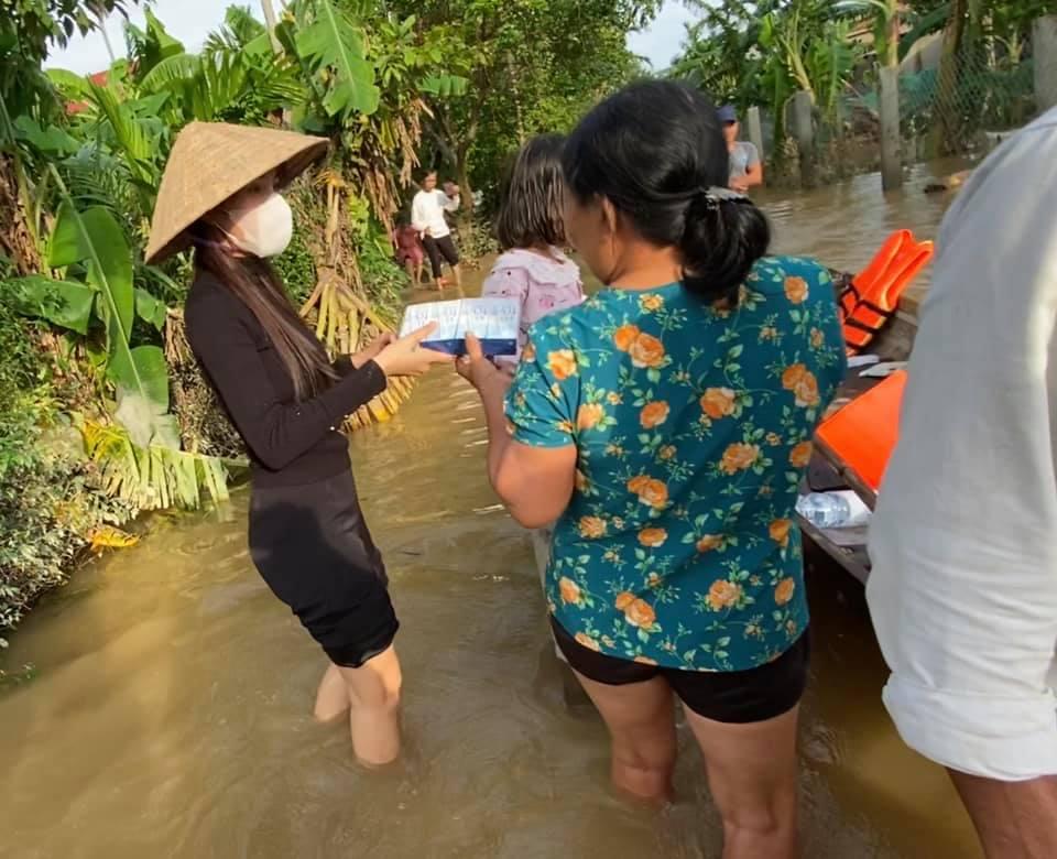Thủy Tiên bị hoài nghi vì 22 tỷ đi cứu trợ miền Trung, cư dân mạng phản ứng gay gắt - 1
