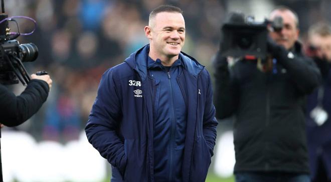 """Rooney sắp """"lên đời"""" làm HLV trưởng: Học theo huyền thoại, vừa đá vừa chỉ đạo - 1"""