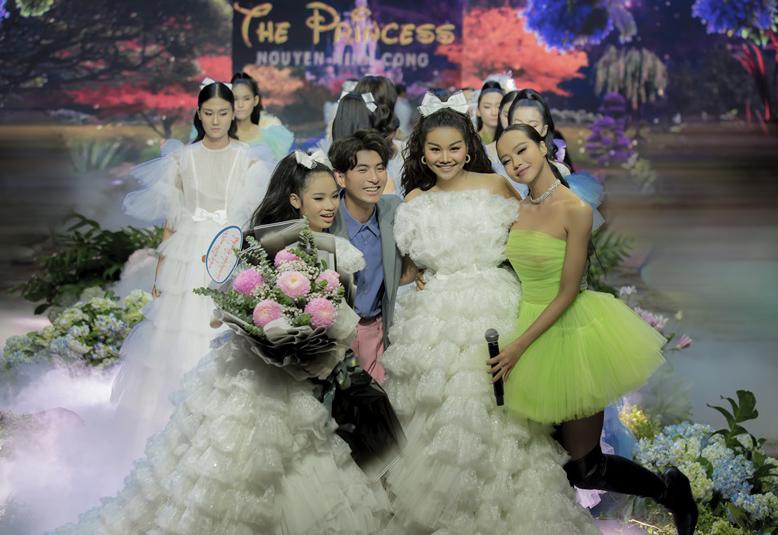 Chân dài 1,12m hóa công chúa, hack tuổi như gái 18 - 7 Chân dài 1,12m hóa công chúa, hack tuổi như gái 18