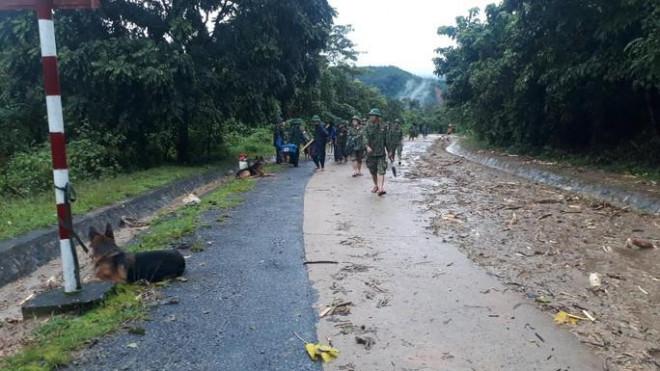 VIDEO: Băng rừng vào cứu nạn 20 cán bộ, chiến sĩ thuộc sư đoàn 337 nghi bị vùi lấp - 2