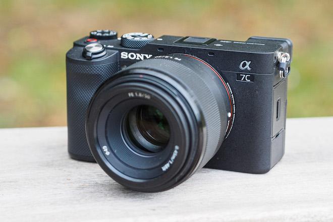 Sony giới thiệu máy ảnh full-frame Alpha 7C nhỏ và nhẹ nhất thế giới - 1
