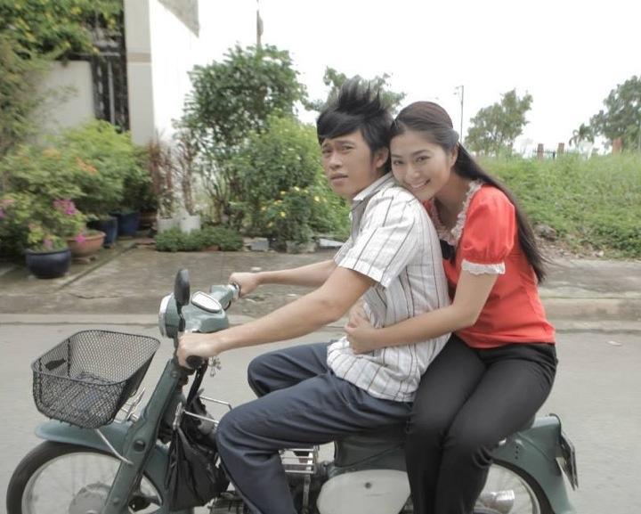 """Mỹ nhân được Hoài Linh chở trên xe máy cà tàng """"gây bão"""" vừa tuyên bố điều bất ngờ - 4"""