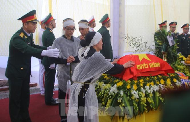 Ngày lễ 20/10 đầy nước mắt của mẹ và vợ Thiếu tướng Hùng - 3