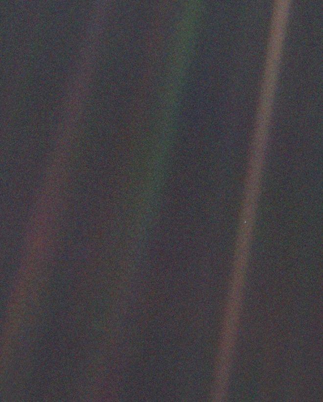 """""""Chấm xanh mờ"""" là gì và nó có ý nghĩa thế nào đến thiên văn học ngày nay?"""