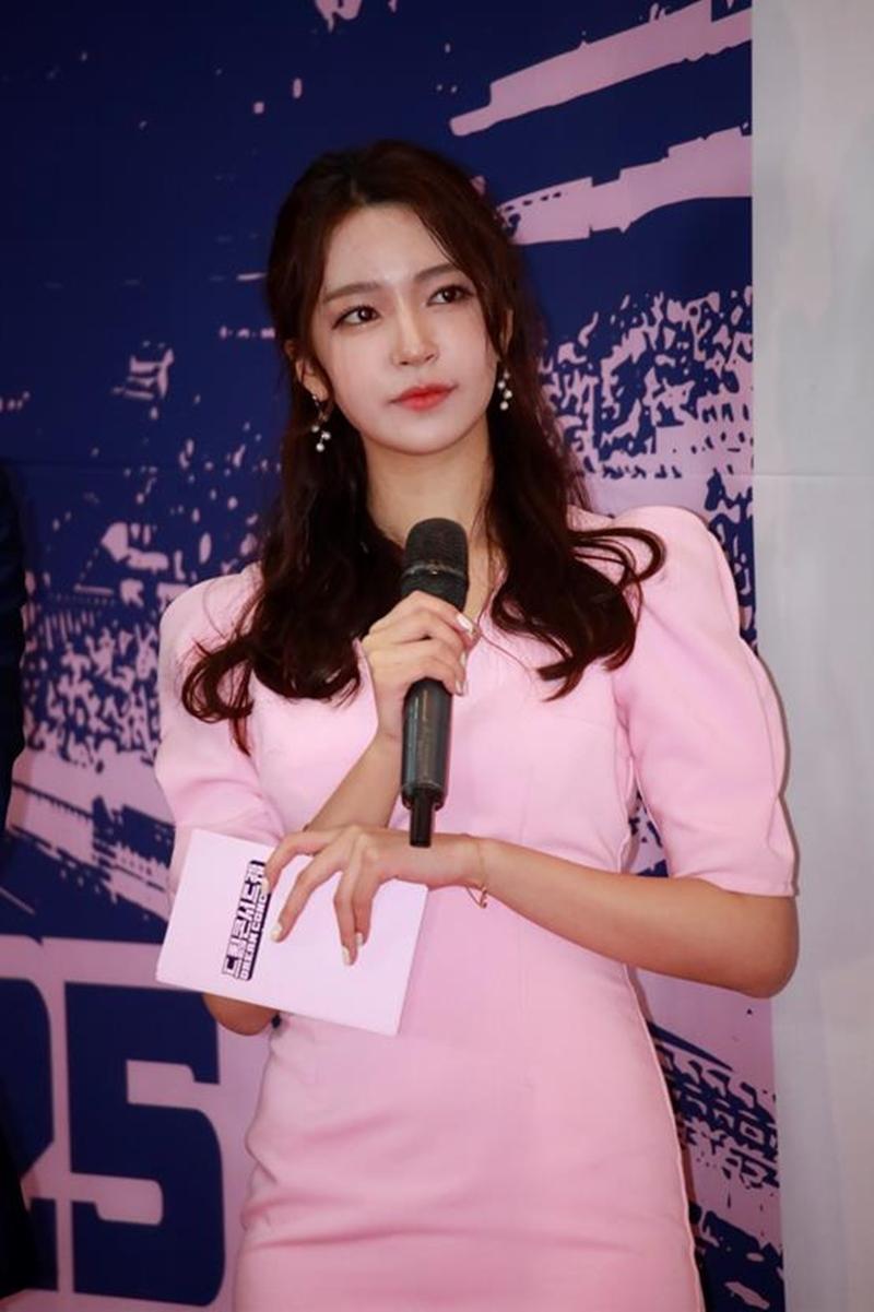 Nữ MC Hàn từng thi hoa hậu gây shock vì mặc hanbok như nội y ngoài đời ăn diện ra sao? - 8