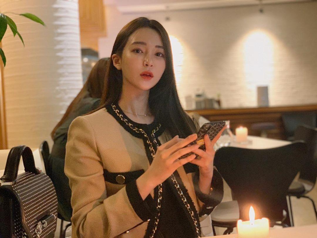 Nữ MC Hàn từng thi hoa hậu gây shock vì mặc hanbok như nội y ngoài đời ăn diện ra sao? - 9