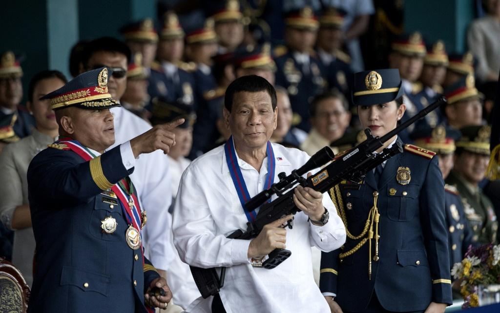 Tổng thống Philippines bất ngờ thừa nhận nguy cơ phải đi tù