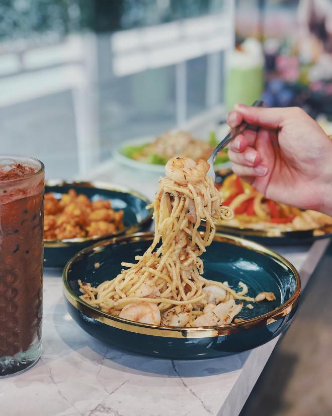 """Hẹn hò Sài Gòn: Thực đơn ngập phô mai thơm béo hay gạo lứt """"healthy""""? - 8"""