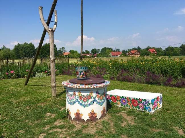 Ngôi làng phát cuồng với các họa tiết bằng hoa, biết được nguồn gốc ai cũng bất ngờ - 10