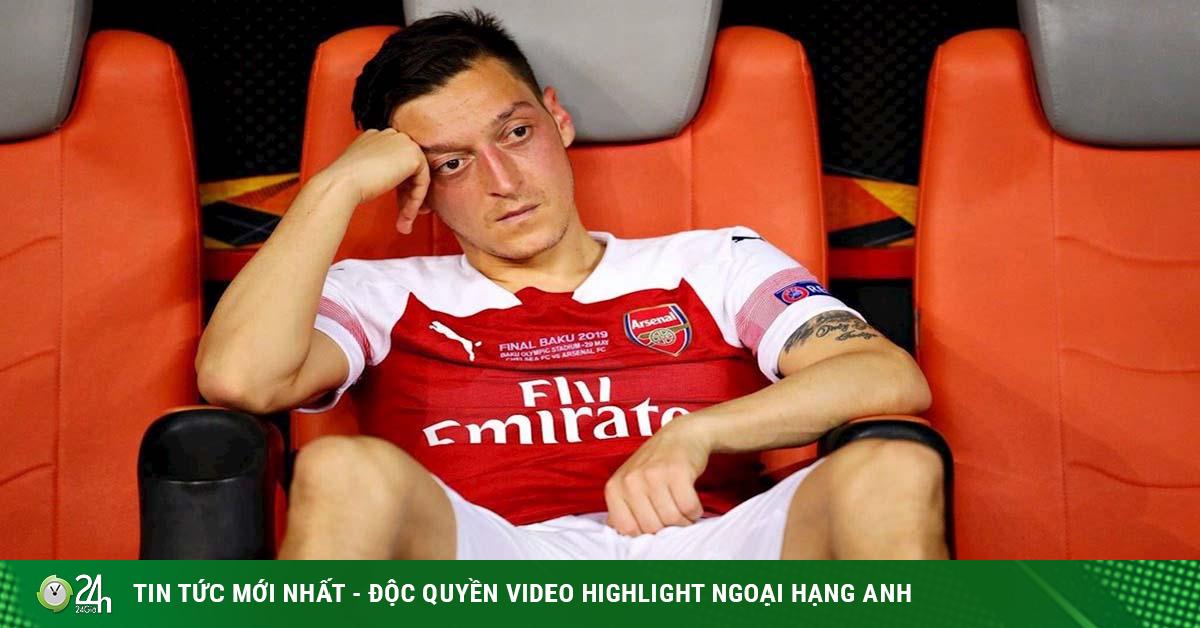 Tin HOT bóng đá sáng 21/10: Arsenal gây sốc loại Ozil khỏi danh sách Ngoại hạng Anh