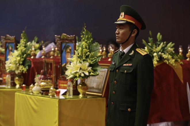 Hình ảnh trực tiếp lễ viếng, truy điệu 22 cán bộ, chiến sĩ bị vùi lấp ở Quảng Trị - 6