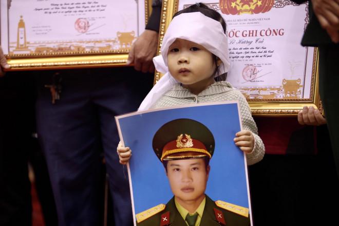 Hình ảnh trực tiếp lễ viếng, truy điệu 22 cán bộ, chiến sĩ bị vùi lấp ở Quảng Trị - 7