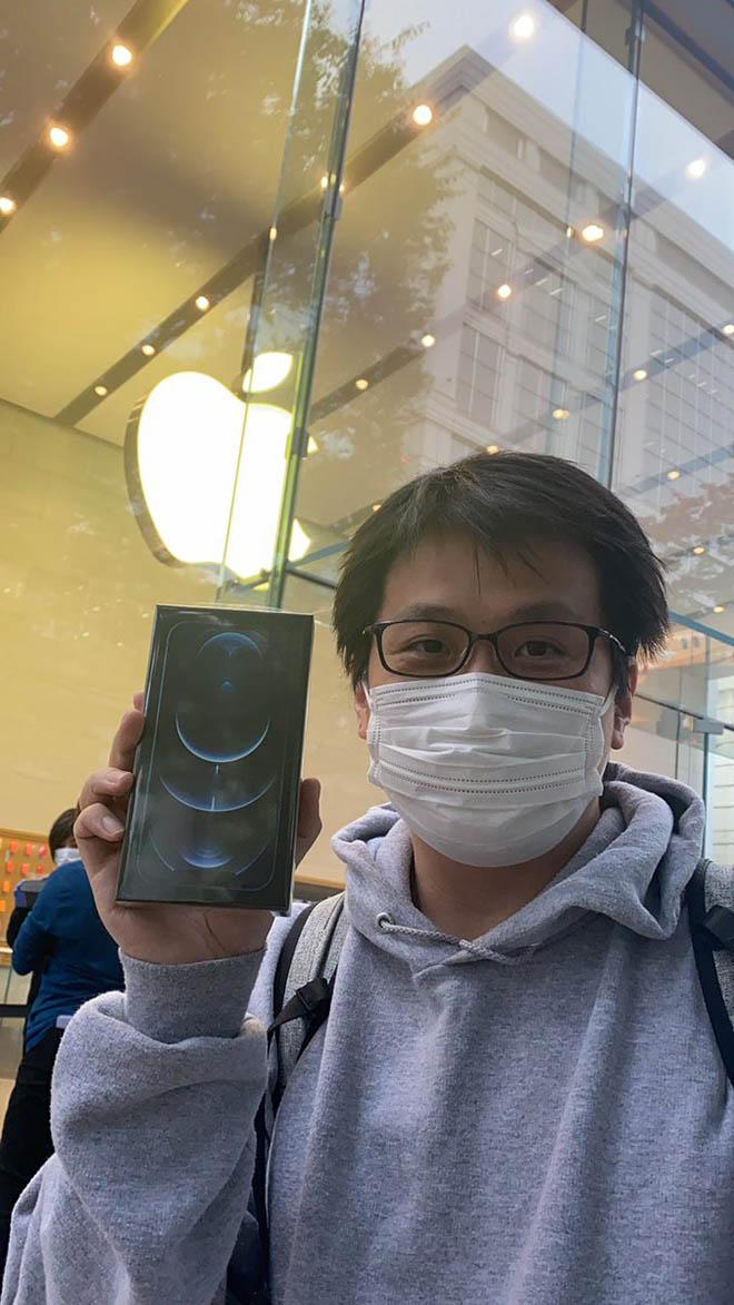 Dân mạng thi nhau khoe ảnh sở hữu những chiếc iPhone 12 và 12 Pro đầu tiên - 1