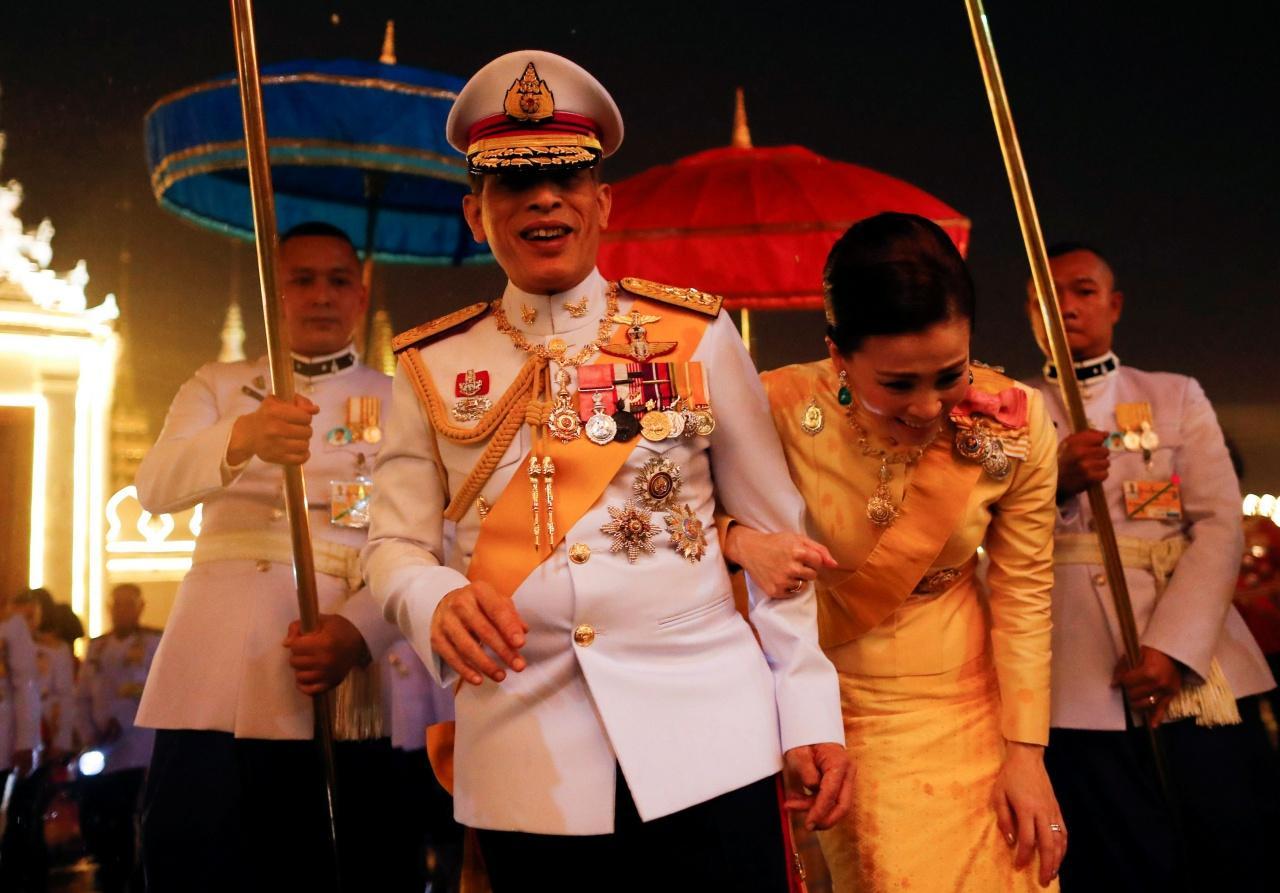Vua Thái Lan bí mật nhập viện sau khi vệ sĩ riêng dương tính với Covid-19