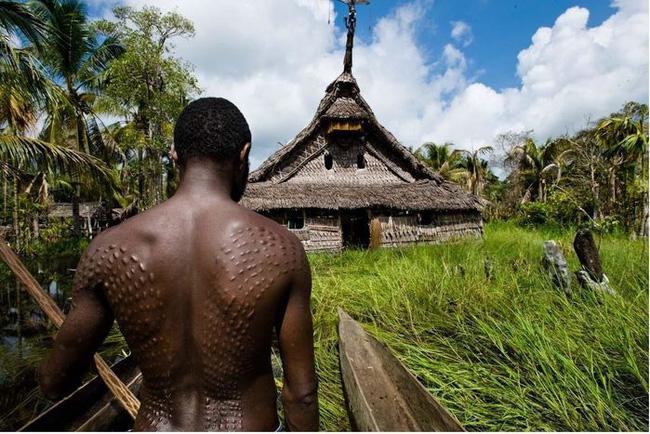 Bộ lạc bí hiểm và những tập tục kinh dị và ớn lạnh ở Papua New Guinea - 1