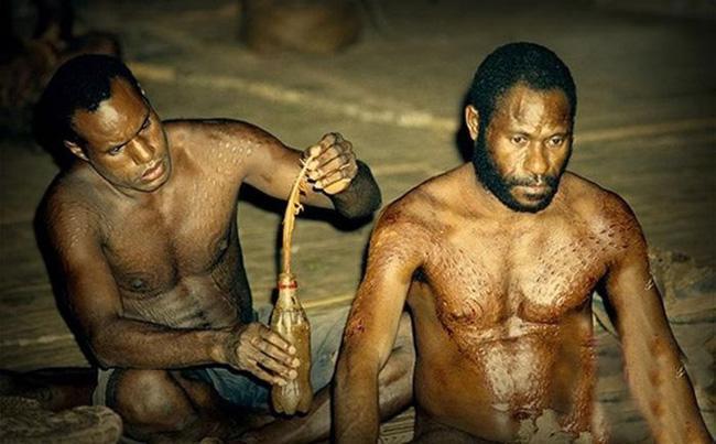 Bộ lạc bí hiểm và những tập tục kinh dị và ớn lạnh ở Papua New Guinea - 4