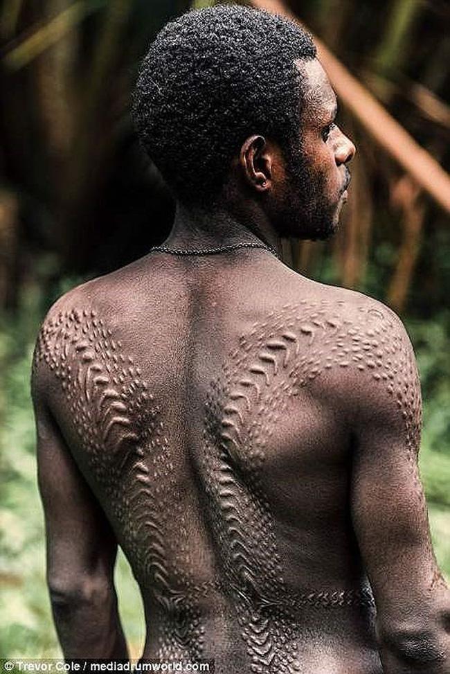 Bộ lạc bí hiểm và những tập tục kinh dị và ớn lạnh ở Papua New Guinea - 2
